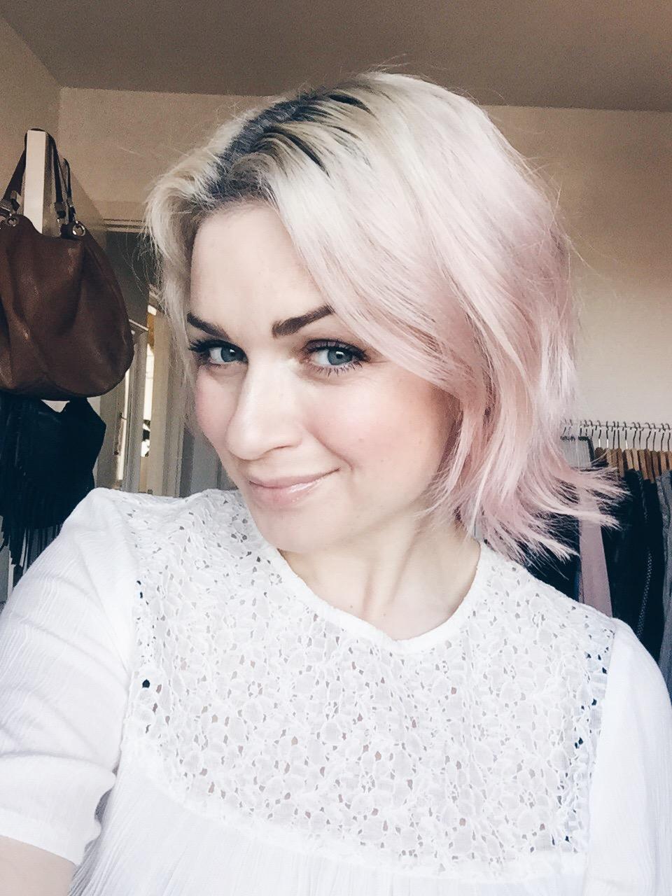 rosa blont hår