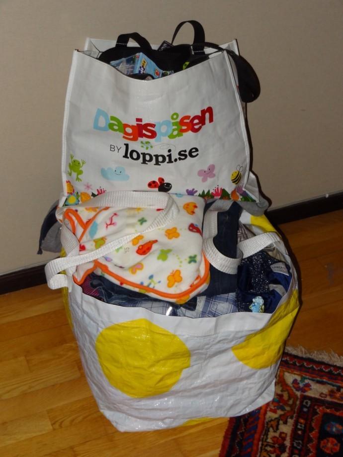 9bad44f23ef I morgon innan vi styr kosan till Sthlm så ska jag slänga in några kassar  med barnkläder/barngrejer. Ska sätta mig och märka upp det sista nu.