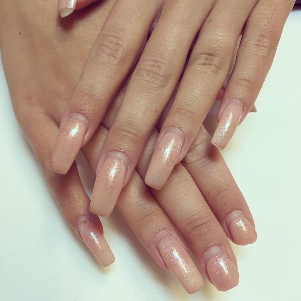 få fina naglar