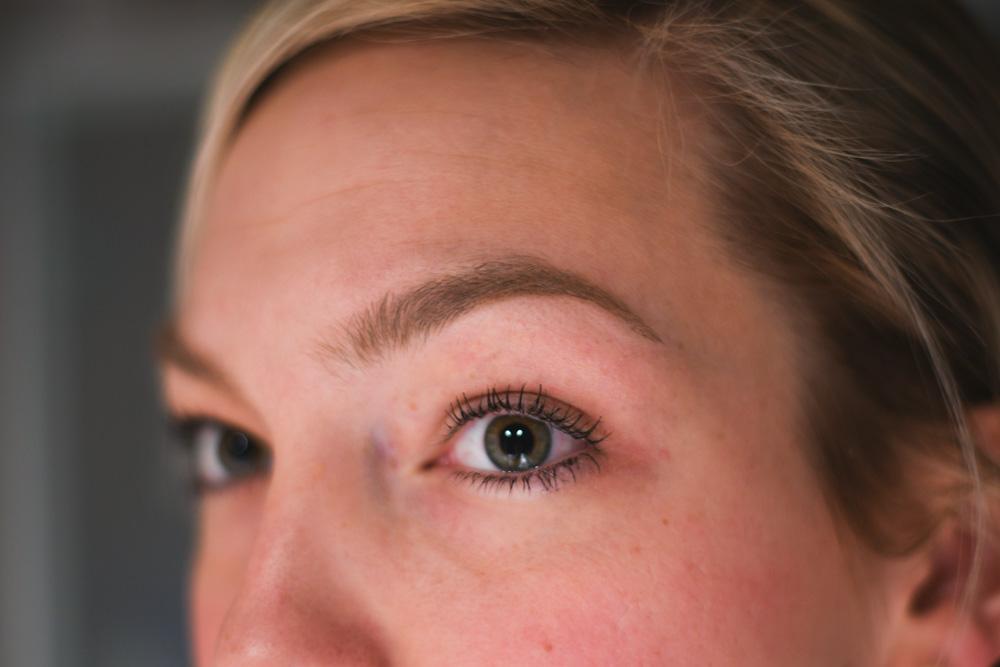 Få snygga och naturliga ögonbryn