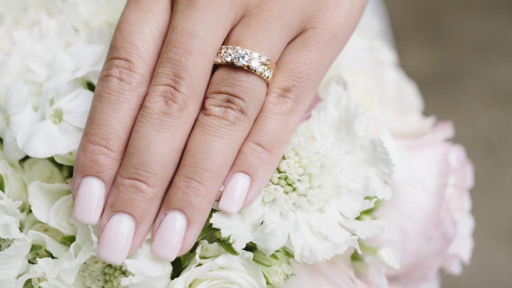 förlovningsring till honom