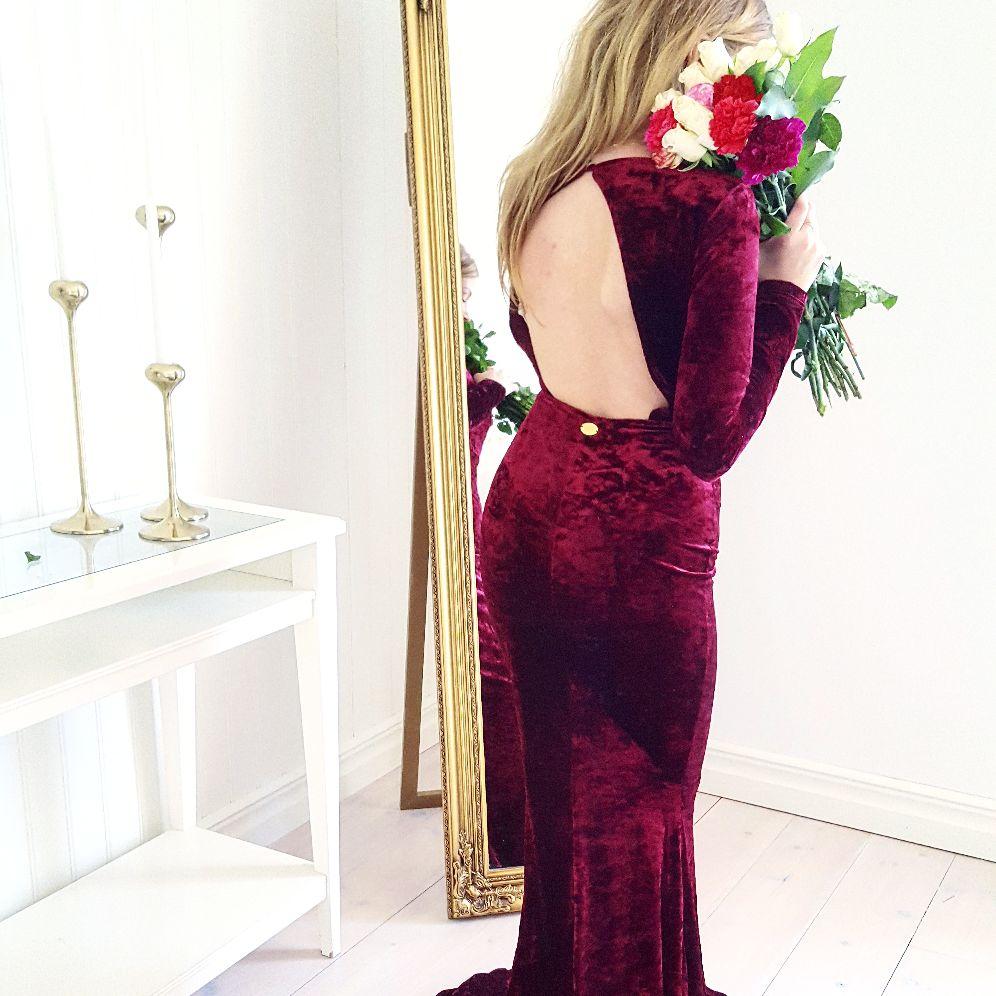 Den här vackra klänningen från Bubbleroom kommer eventuellt att vara min  julklänning iår. Tycker att den är magiskt fin. Den är i sammet och är så  följsam ... 3181f48820e6c