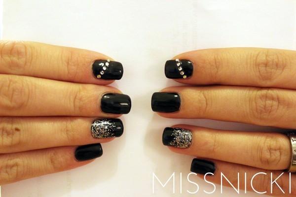 svarta glitter naglar