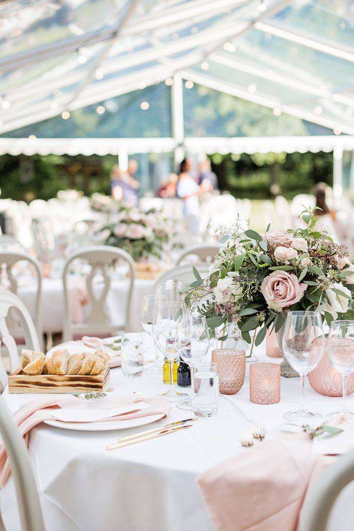 a5fc956943cb Okej mina vänner, är ni redo för veckans bröllopstips med bilder från  Emelie Ohlsson från det bröllopet i år som jag tror kommer sätta trenderna  för ...