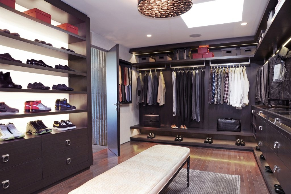 inspiration-walk-in-closet-with-added-shoes-racks-1024x681
