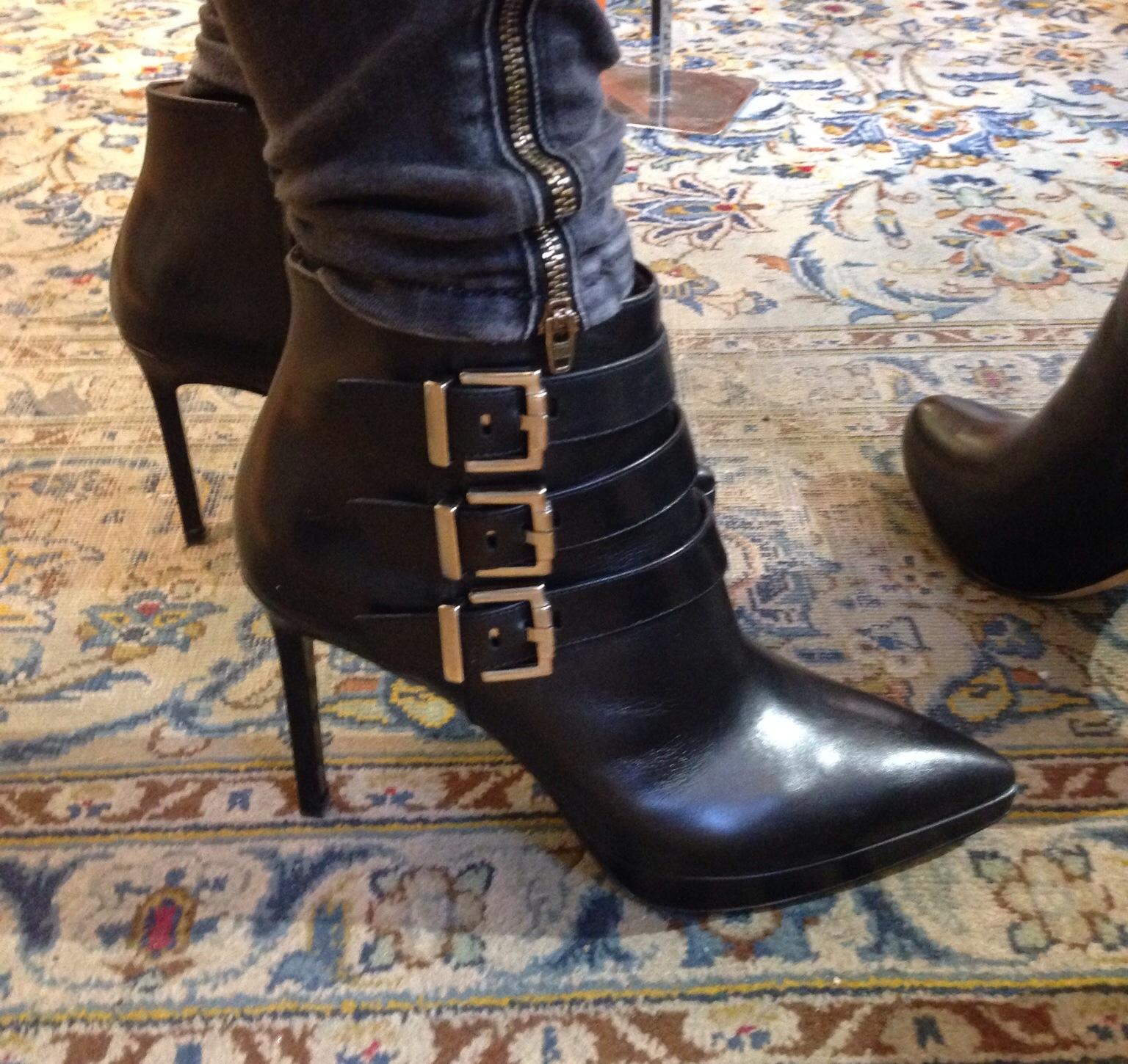 d77f2ed502d Shoppat skor. 27 januari, 2015. Jag har köpt nya skor!!! Eller rättare sagt  FYRA par nya skor…. Det brukar bli så när jag väl ...