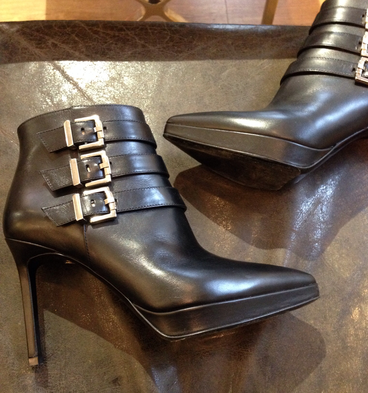 e058ce95560 Jag har köpt nya skor!!! Eller rättare sagt FYRA par nya skor…. Det brukar  bli så när jag väl köper skor. OCH till mitt försvar (mamma) det var  sinnesjukt ...