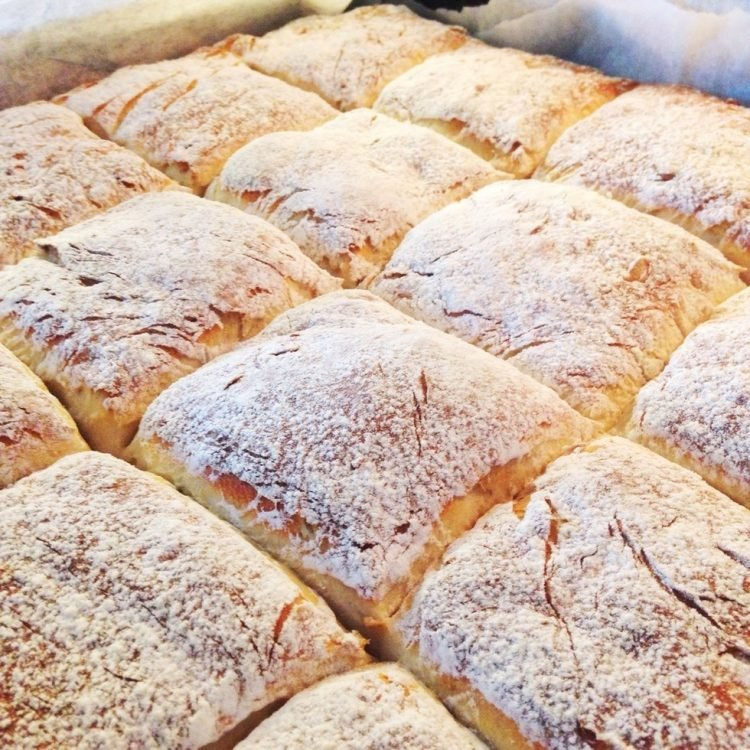 lättbakat bröd i form