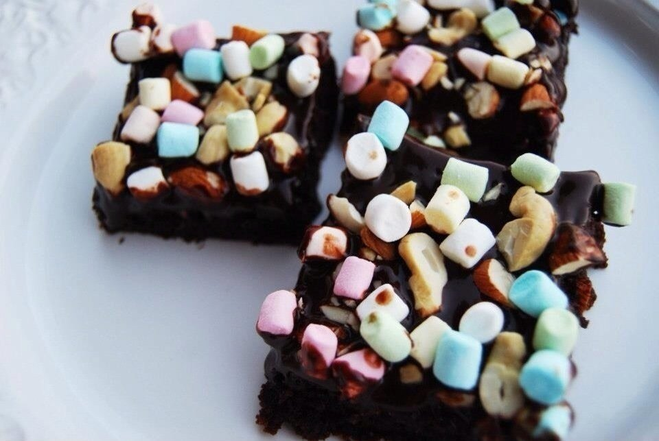 rocky road brownie marschmallows jordnötter choklad