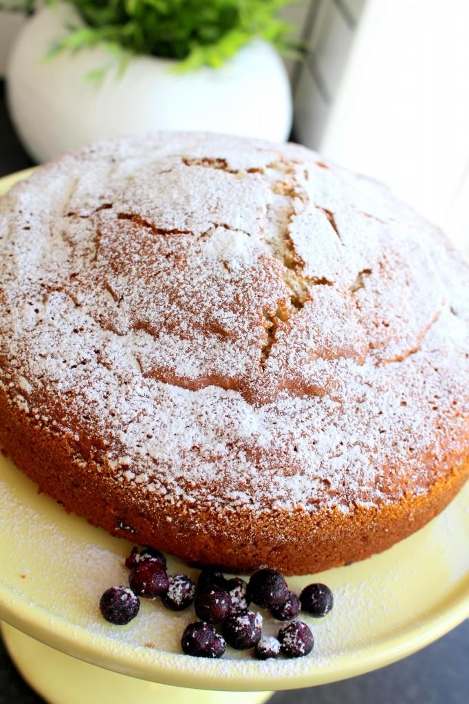 recept_blåbärskaka_tårtfat_blåbär_kaka_saftigblåbärskaka