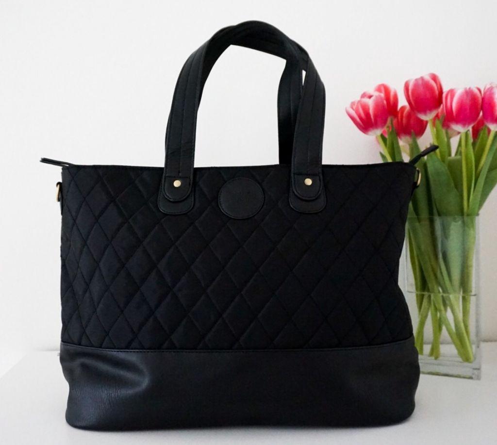 ... ville att väskan skulle ha ett liv efter bebis utan att någon  misstänker eller känner igen att det är en skötväska. Den här väskan är  perfekt för det!!! 34710c18f3ecc