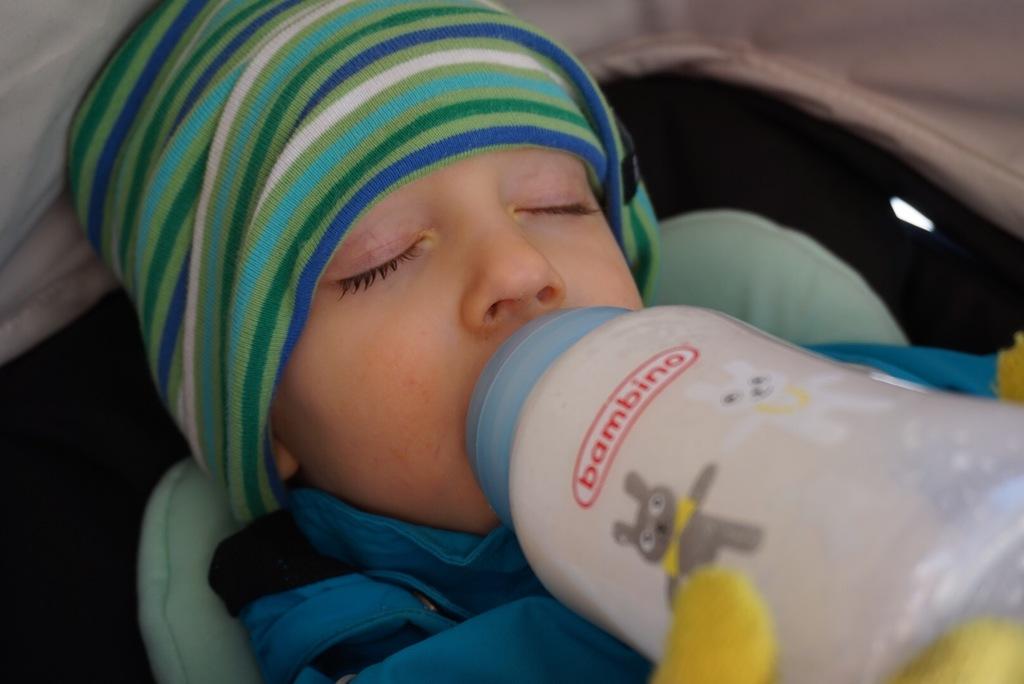 avvänja bebis från att äta på natten