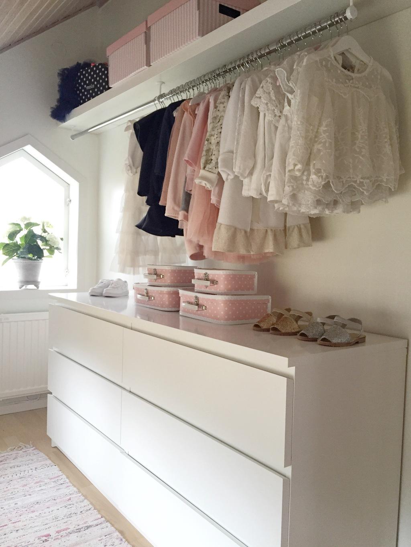 möbelmontering i barnens garderob – rebecca dufwall