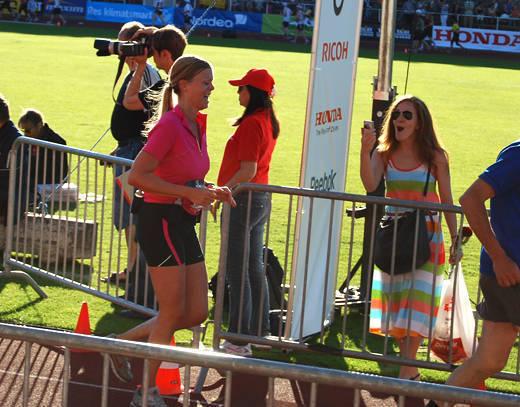 Jag  springer i mål på Stockholm Marathon 2009.