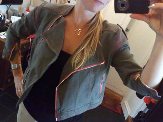 Jeansjacka från Matthew Williamson för H&M. Gillar de rosa detaljerna ...