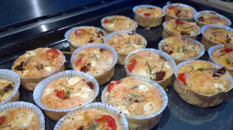 Matmuffins med feta och tomat