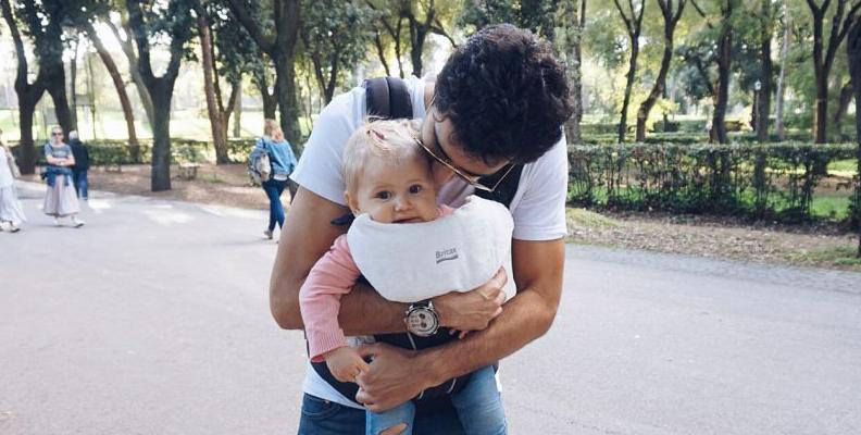 Nina Malmstroms dotter isabella med sin pappa