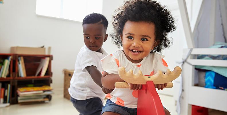 Så kan du lära ditt barn att dela med sig - 7 tips!