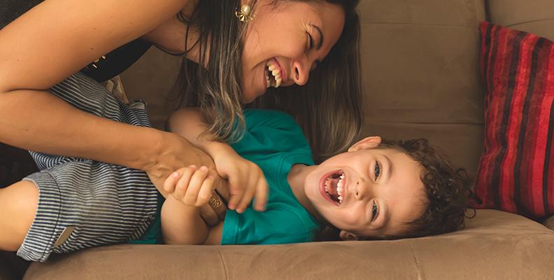 15 saker att göra för att få ditt barn att le