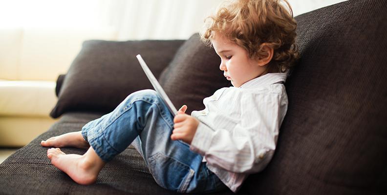 Hur gör man skärmtiden till något bra för små barn? Psykologerna svarar!